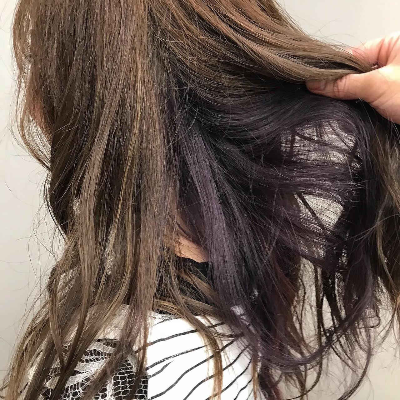 インナーカラーパープル アディクシーカラー インナーカラー ミディアム ヘアスタイルや髪型の写真・画像   上村 聖陽 / lia by defi