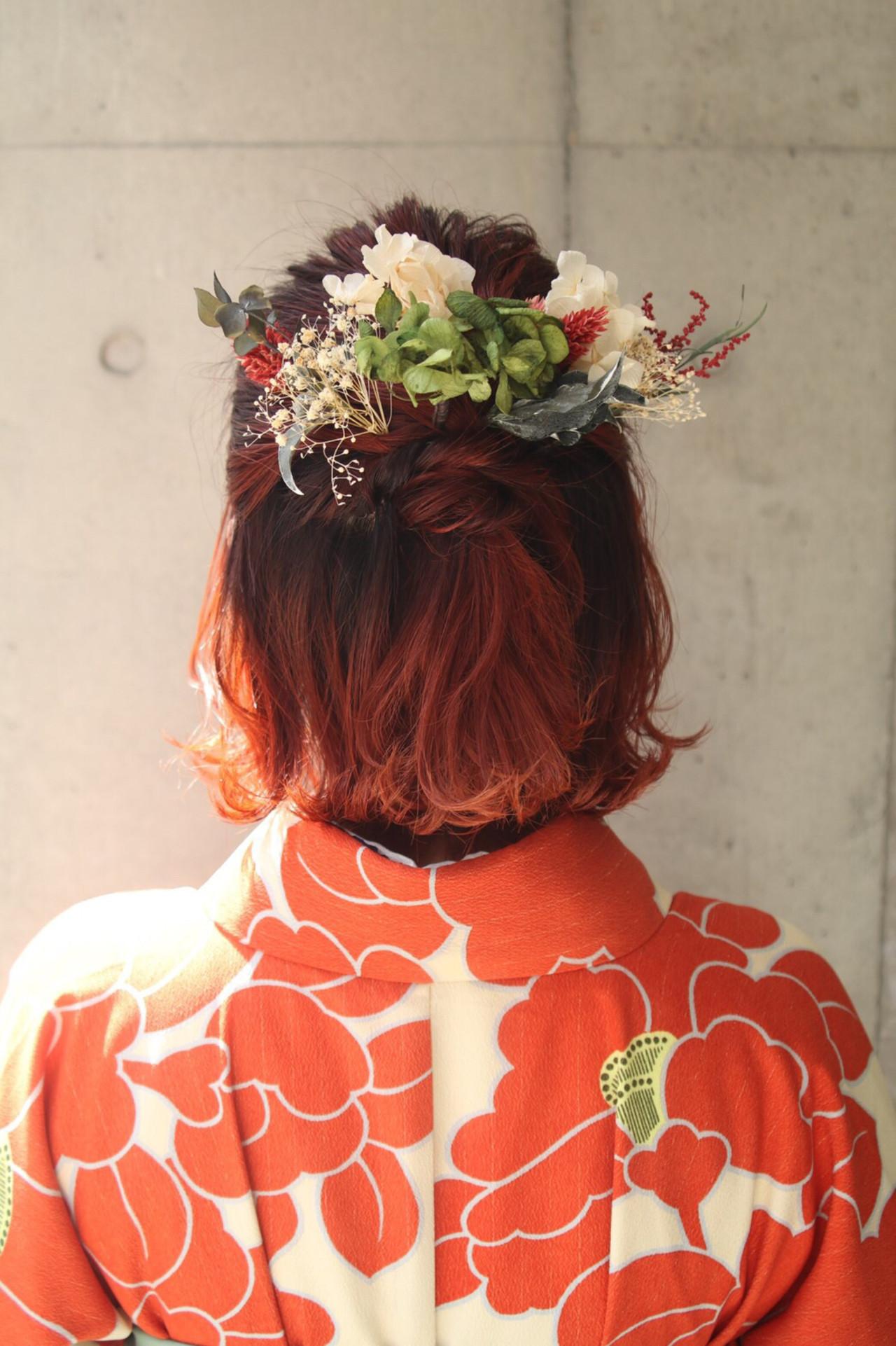 オレンジカラー 切りっぱなしボブ ガーリー ショートボブヘアスタイルや髪型の写真・画像