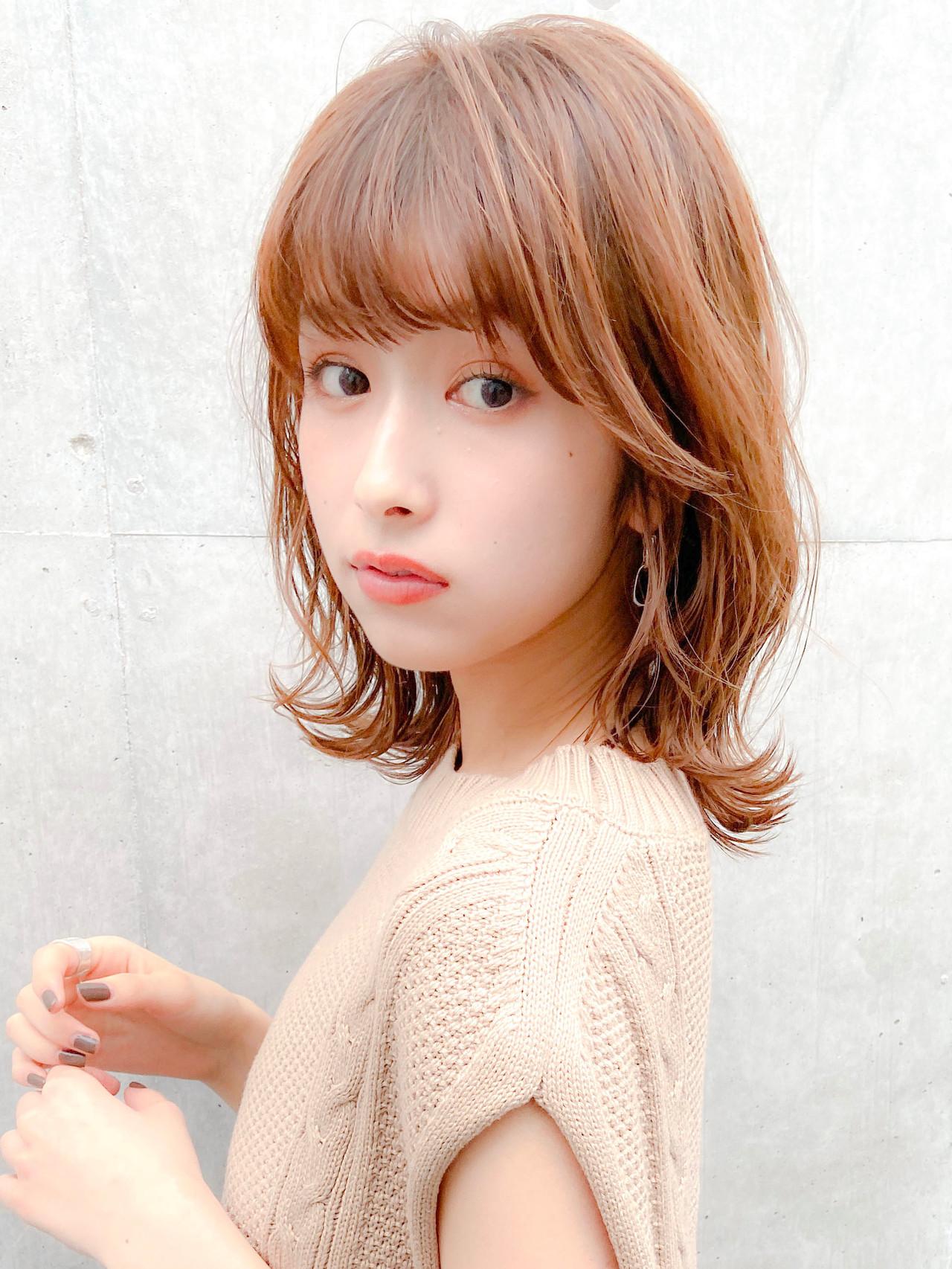 フェミニン 鎖骨ミディアム シースルーバング デジタルパーマ ヘアスタイルや髪型の写真・画像