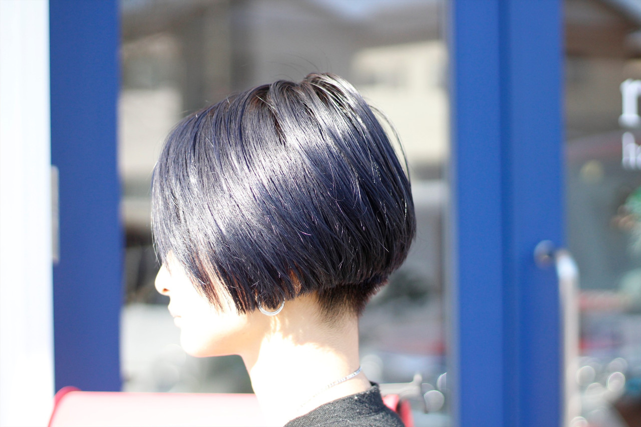 ブルー モード ブリーチカラー ブルーアッシュ ヘアスタイルや髪型の写真・画像 | Hatori Masaki / rela hair salon