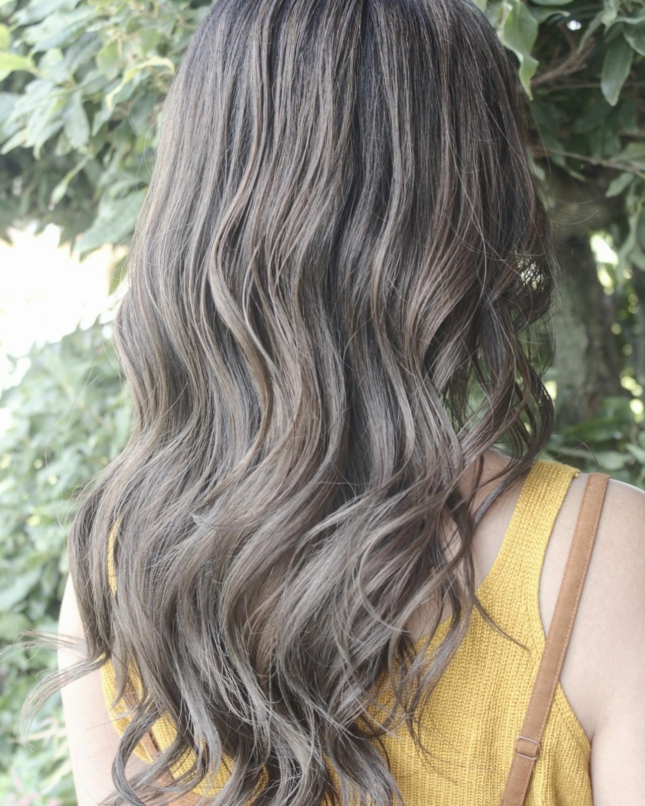 ブリーチ グレージュ エレガント かわいいヘアスタイルや髪型の写真・画像