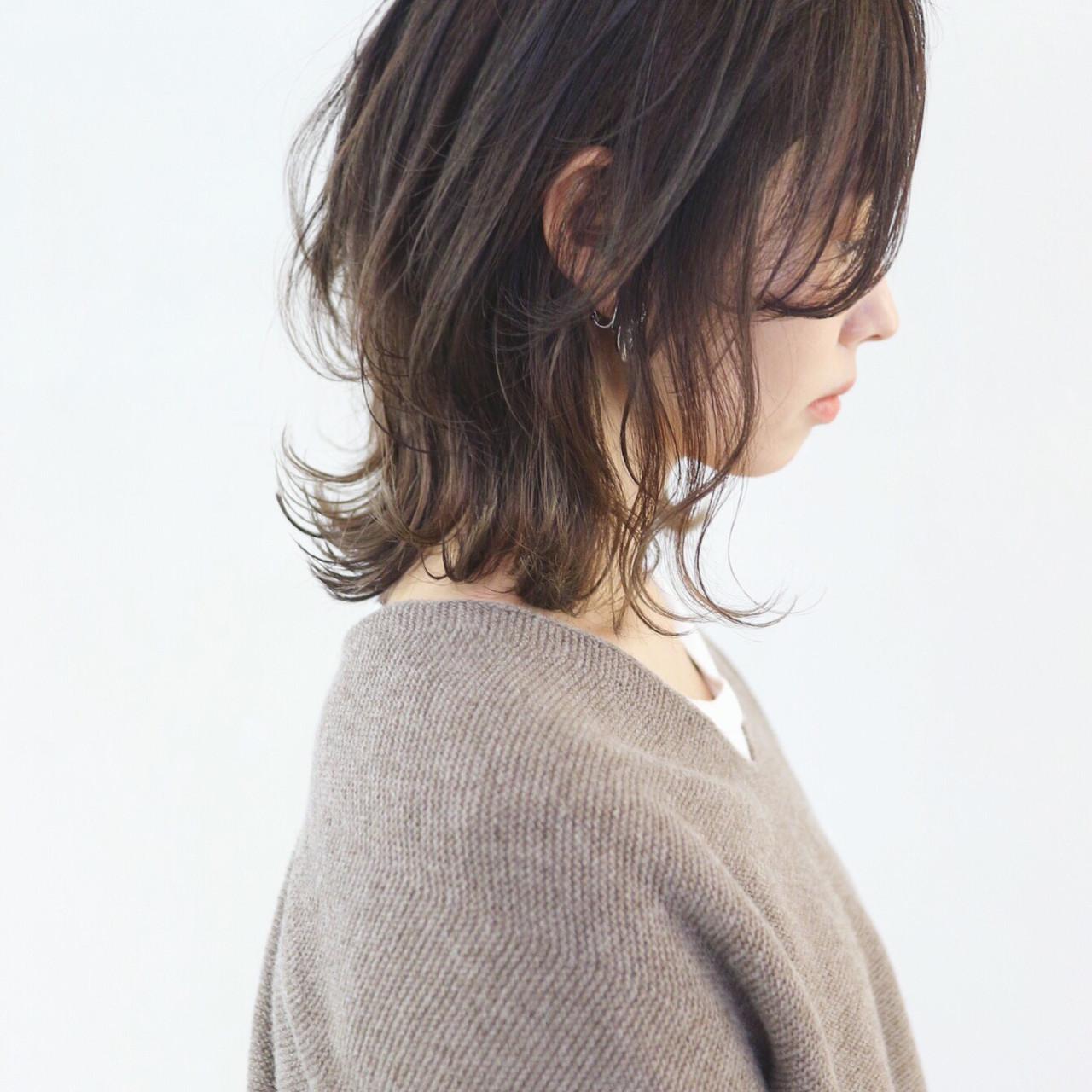 レイヤーヘアー 外ハネ アンニュイほつれヘア フェミニン ヘアスタイルや髪型の写真・画像
