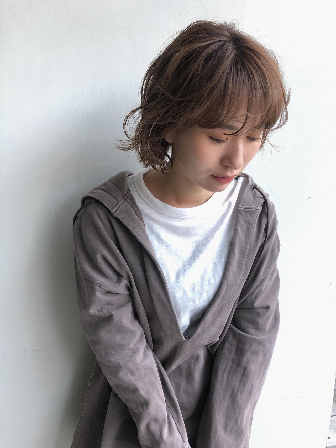 ショートボブ インナーカラー 切りっぱなしボブ ショートヘア ヘアスタイルや髪型の写真・画像 | 小林 優介 / ASSORT TOKYO