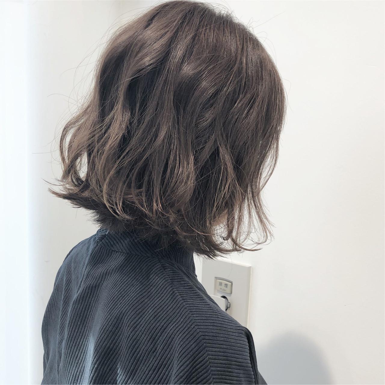 ナチュラル グレージュ アンニュイほつれヘア ハイライト ヘアスタイルや髪型の写真・画像 | 市岡 久 / BLANCOtres