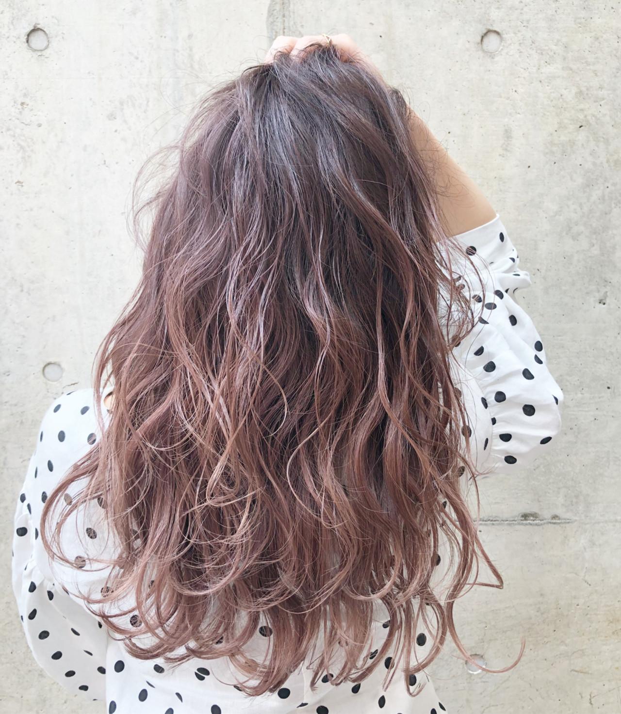 ピンク グラデーションカラー レッド ベージュヘアスタイルや髪型の写真・画像