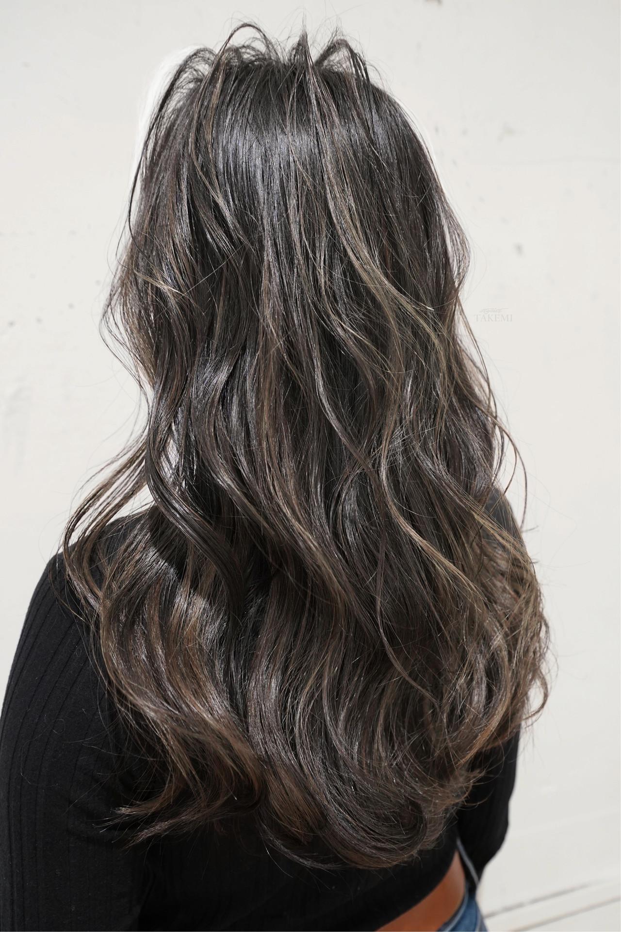 バレイヤージュ グレージュ ハイライト ナチュラル ヘアスタイルや髪型の写真・画像 | TAKEMI / BEBE 表参道