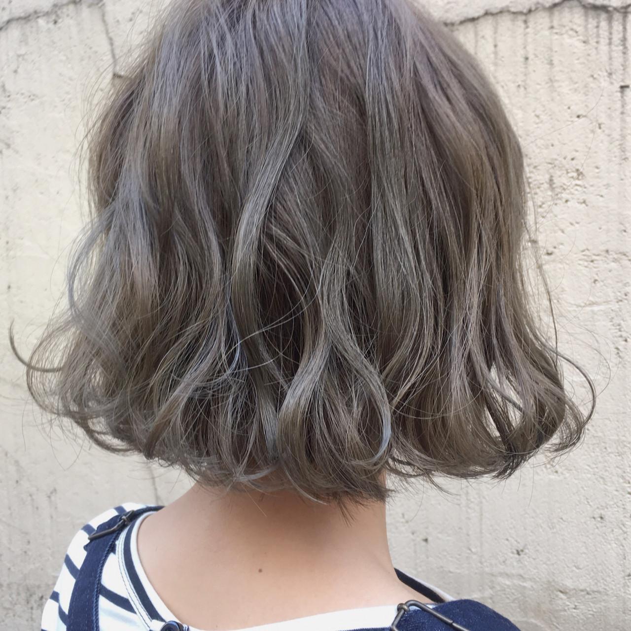 パーマ ミルクティー ナチュラル 外国人風カラーヘアスタイルや髪型の写真・画像