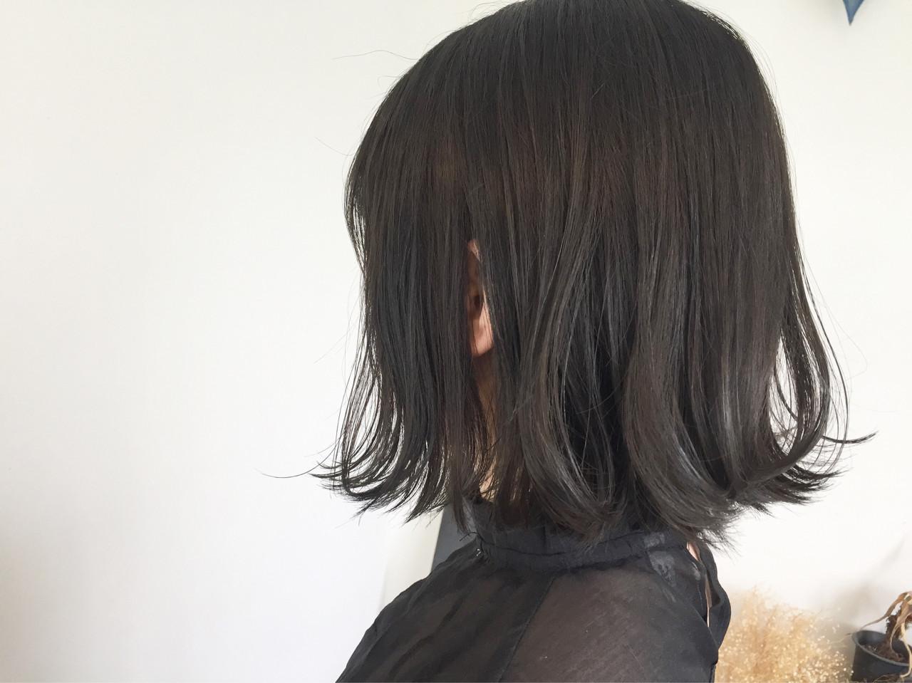 暗髪 ウェーブ グレージュ アンニュイヘアスタイルや髪型の写真・画像