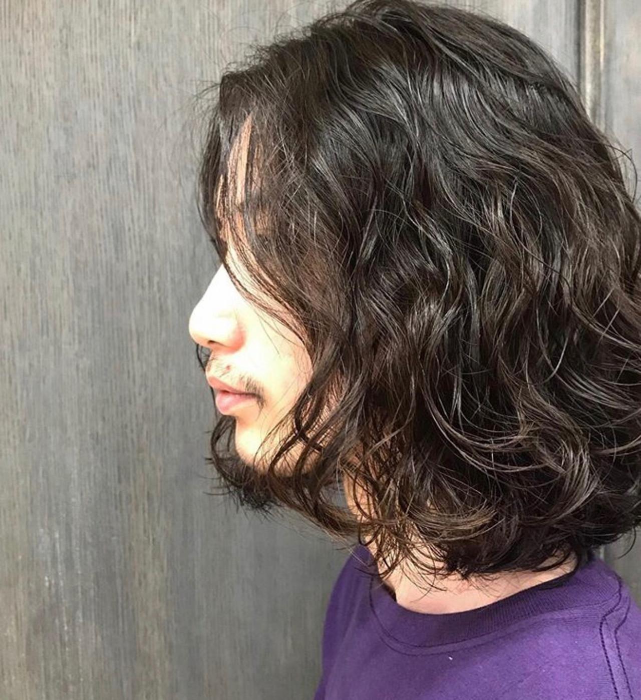 メンズヘア センターパート メンズカジュアル メンズスタイルヘアスタイルや髪型の写真・画像