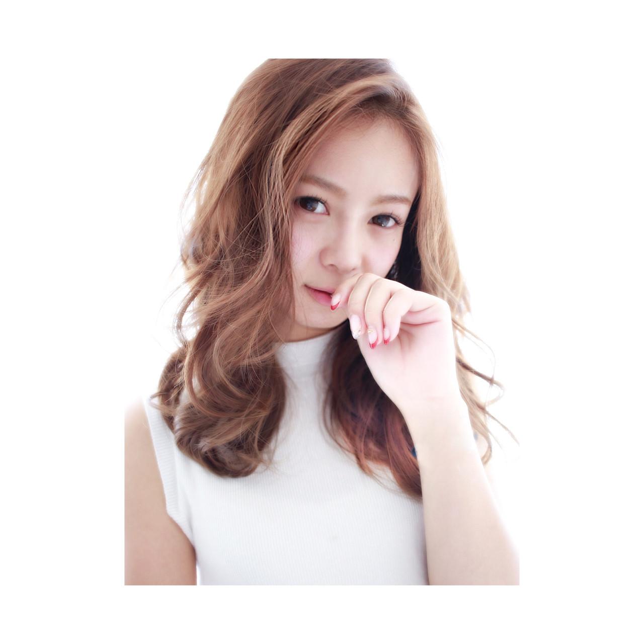 外国人風 ナチュラル アッシュ セミロング ヘアスタイルや髪型の写真・画像 | seikan / vifkrone hair&beauty