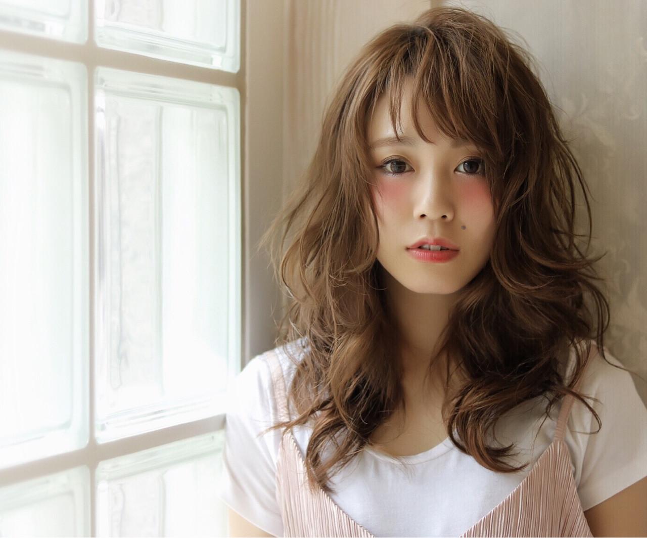 ブラウン レイヤーカット セミロング ゆるふわヘアスタイルや髪型の写真・画像