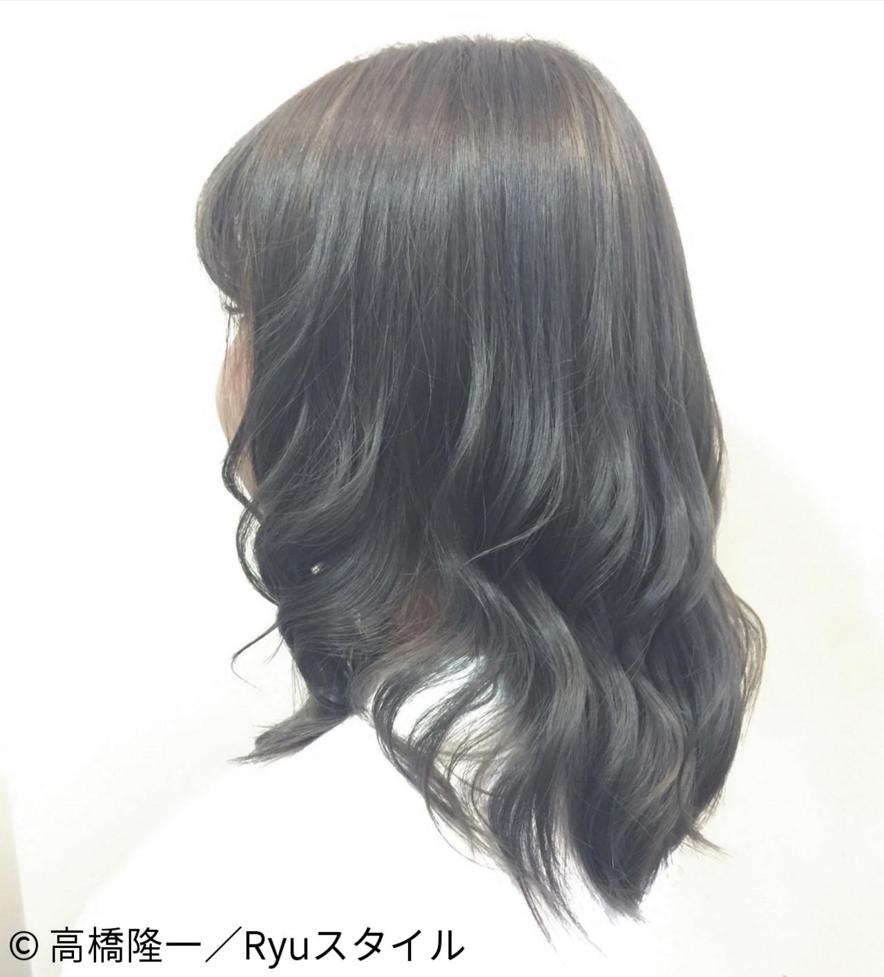 アッシュ ミディアム グラデーションカラー 暗髪ヘアスタイルや髪型の写真・画像
