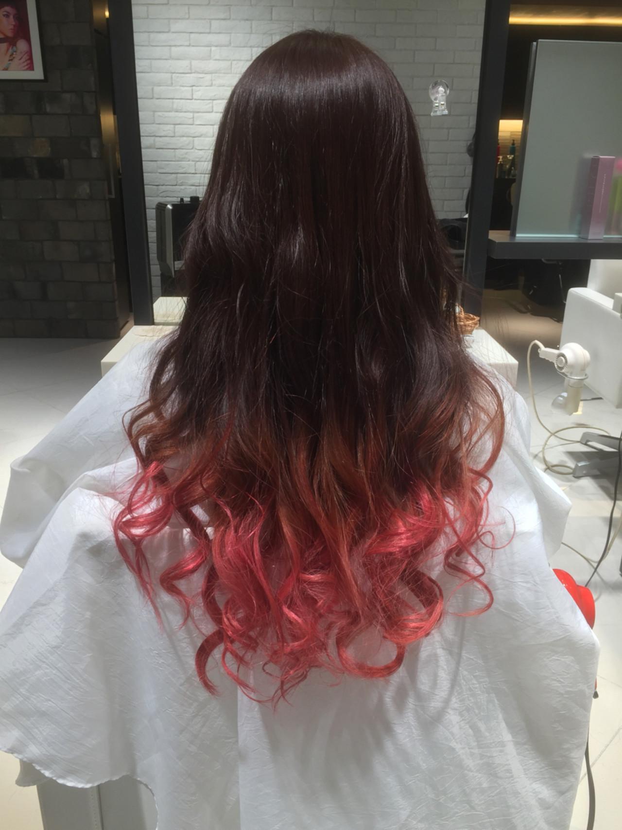 グラデーションカラー ピンク レッド ストリートヘアスタイルや髪型の写真・画像