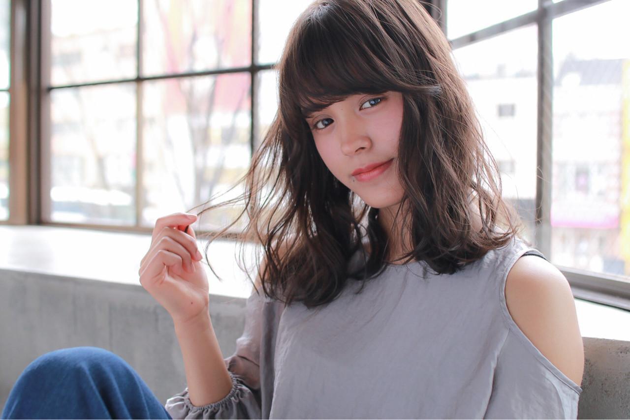 ミディアム リラックス ミルクティー ゆるふわヘアスタイルや髪型の写真・画像