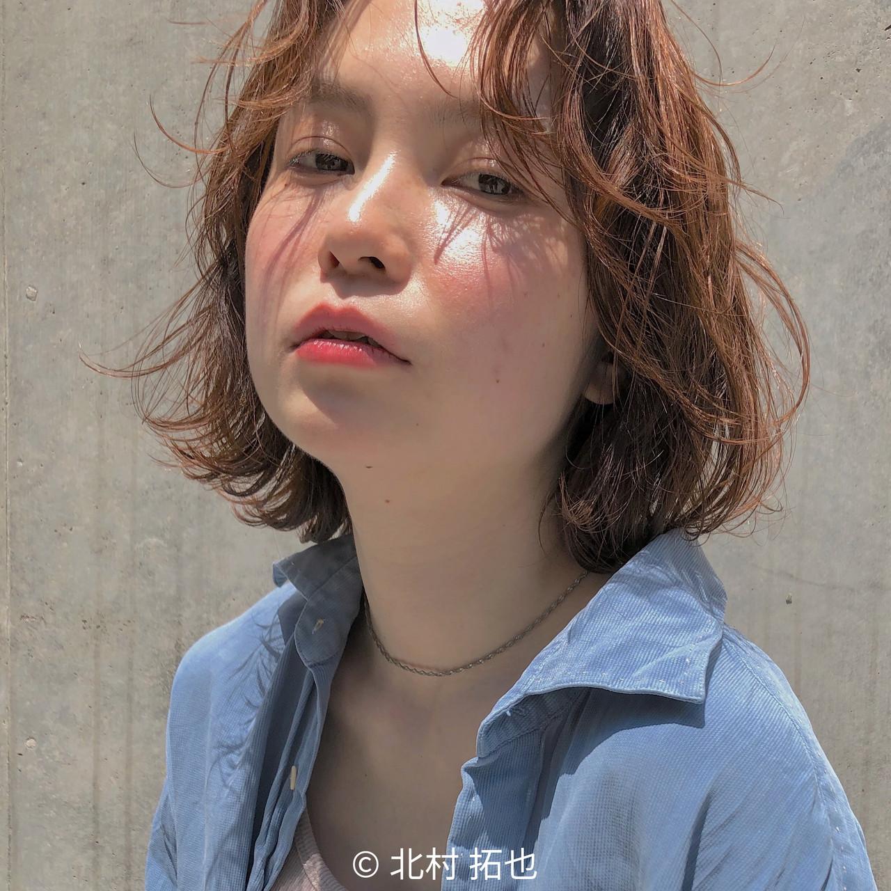 無造作パーマ  オレンジベージュ 透明感カラー ヘアスタイルや髪型の写真・画像