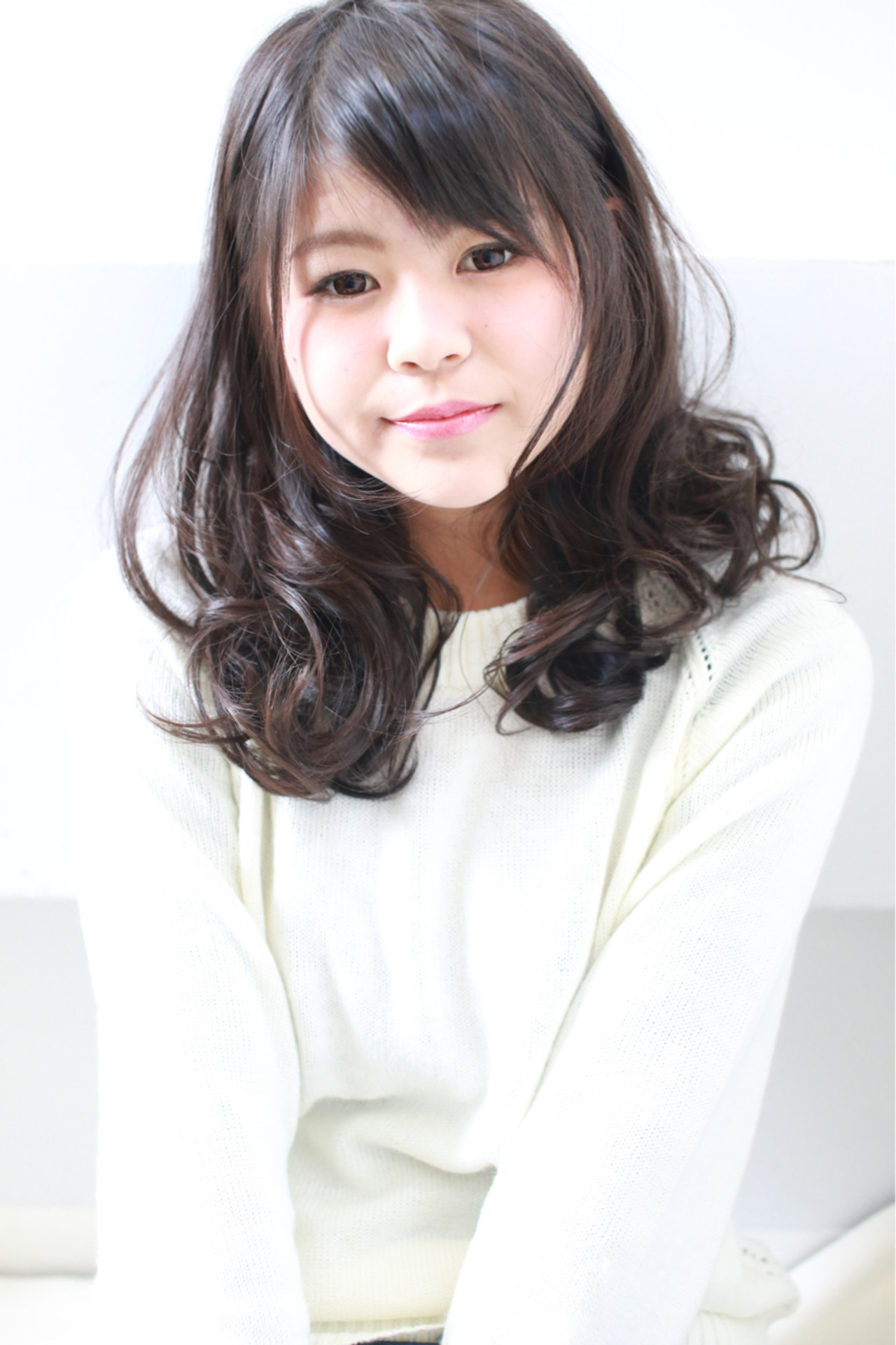 レイヤーカット ゆるふわ 黒髪 ナチュラル ヘアスタイルや髪型の写真・画像   ViUs /Hama / hair dresser ViUs