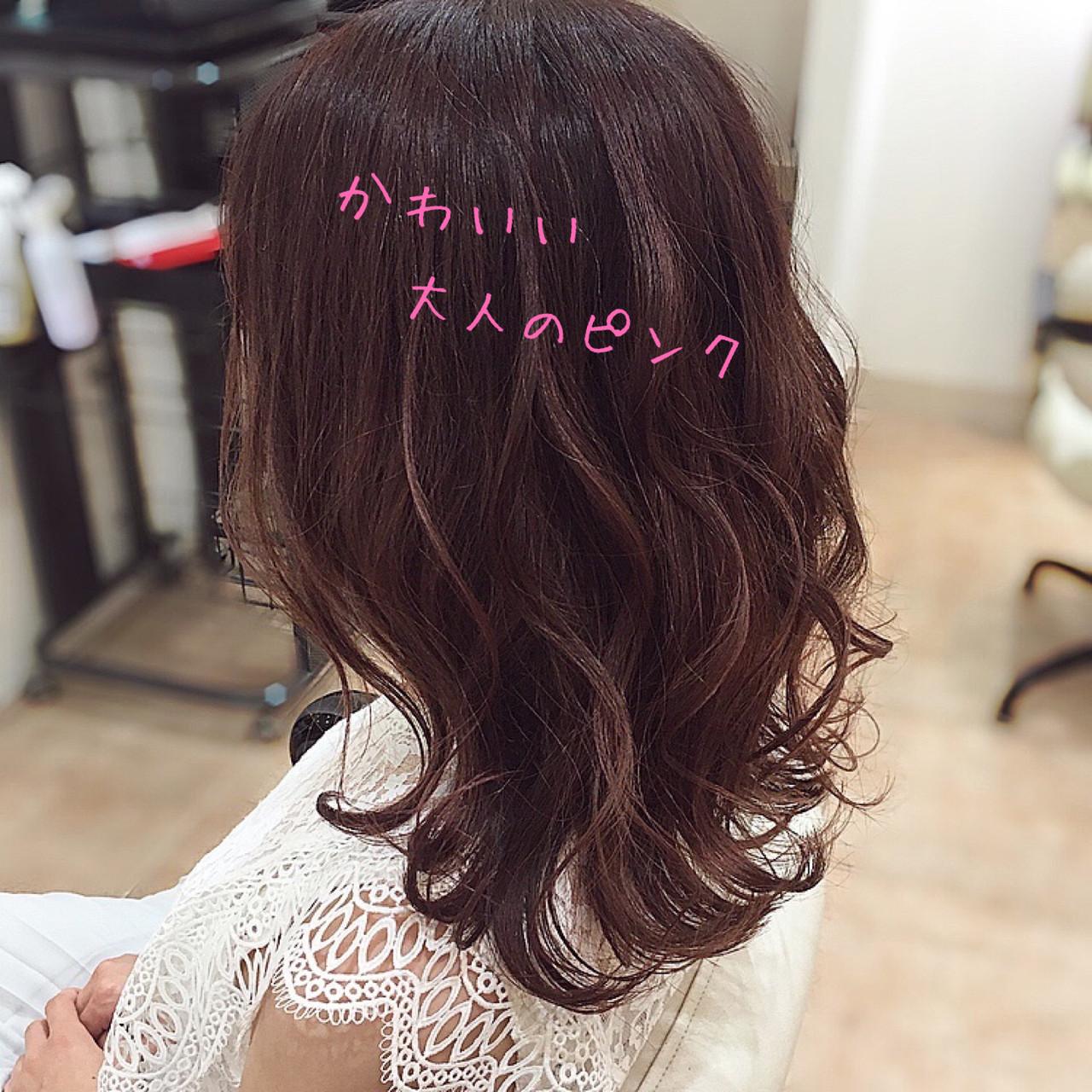 ピンクブラウン ベリーピンク ピンクベージュ セミロングヘアスタイルや髪型の写真・画像
