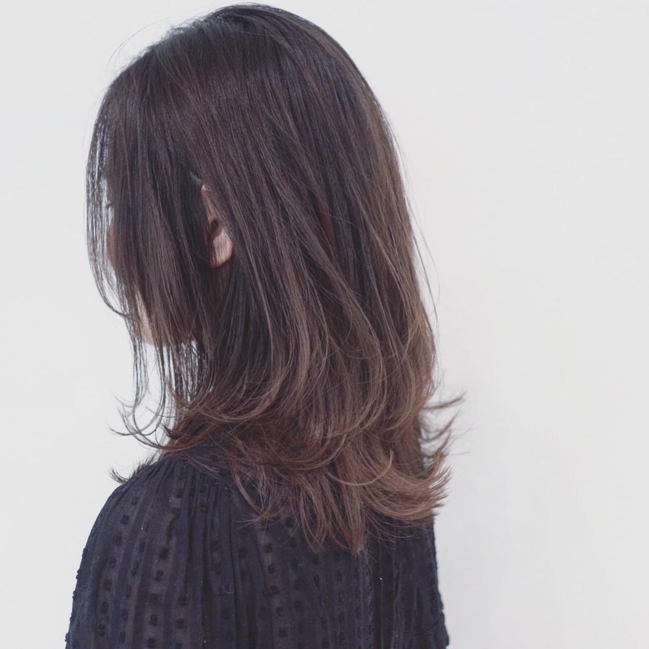 アッシュグレージュ グラデーションカラー オフィス 外国人風カラー ヘアスタイルや髪型の写真・画像 | 三好 佳奈美 / Baco.(バコ)