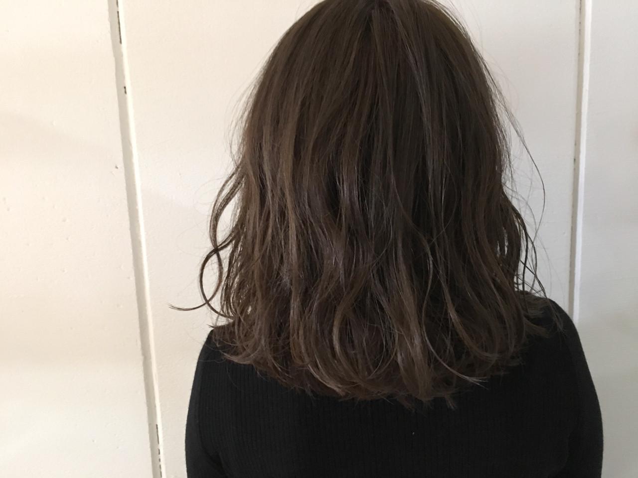 ミディアム グレージュ 大人かわいい 抜け感 ヘアスタイルや髪型の写真・画像 | 杉谷 将也 / DiLL / DiLL