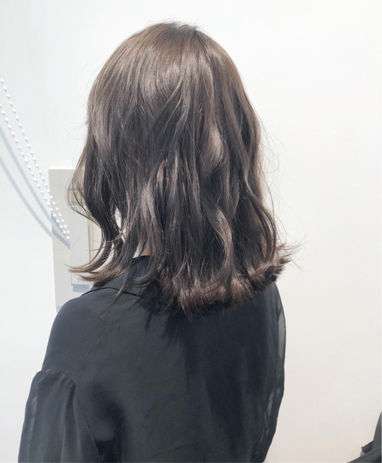 セミロング グレージュ 透明感 切りっぱなし ヘアスタイルや髪型の写真・画像 | 市岡 久 / BLANCOtres