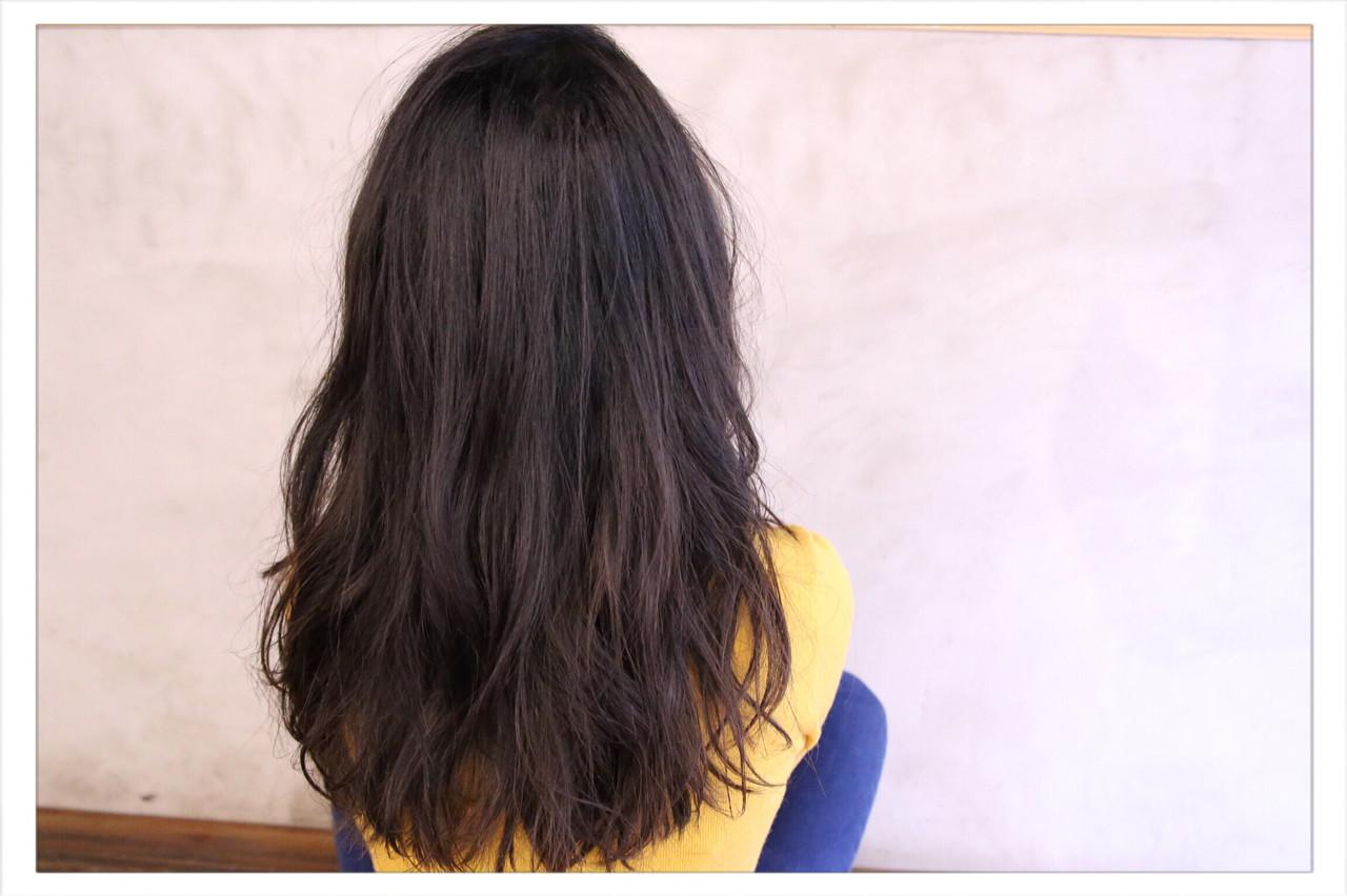 暗髪 外国人風 大人女子 ナチュラルヘアスタイルや髪型の写真・画像