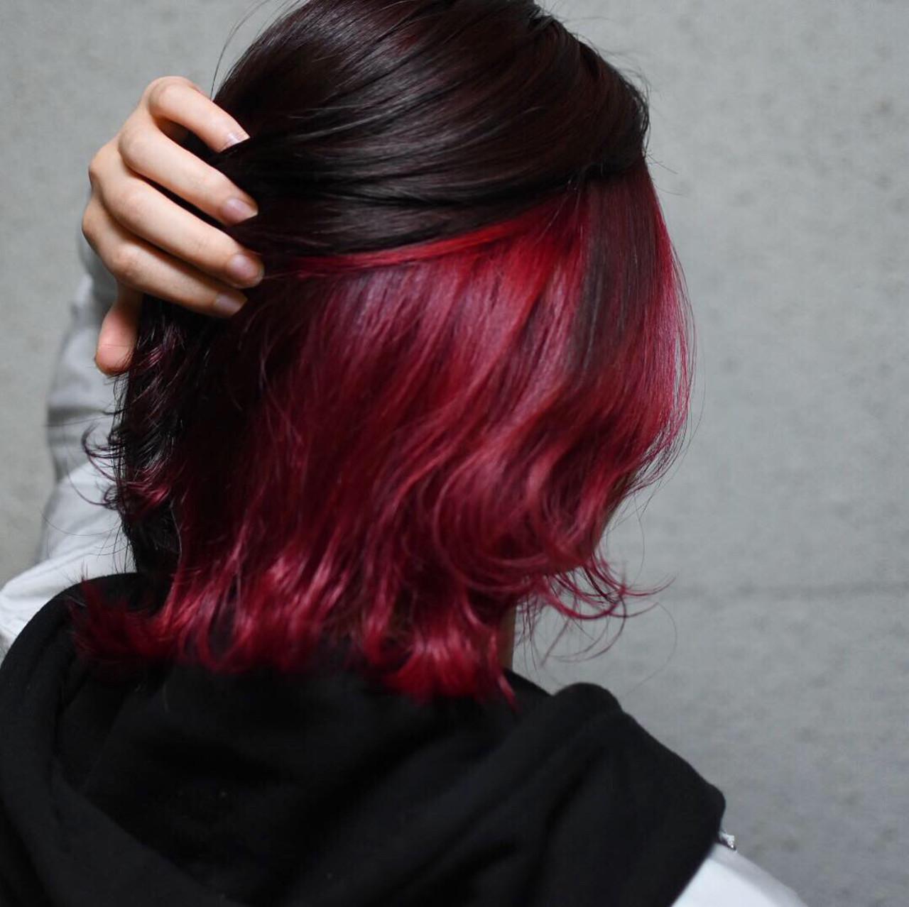 ボブ デザインカラー インナーカラーレッド ストリートヘアスタイルや髪型の写真・画像