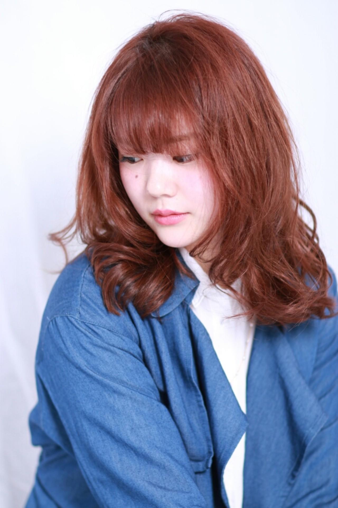 外ハネ レッド ピンク ナチュラル ヘアスタイルや髪型の写真・画像   宮原寛明 / Ash 反町