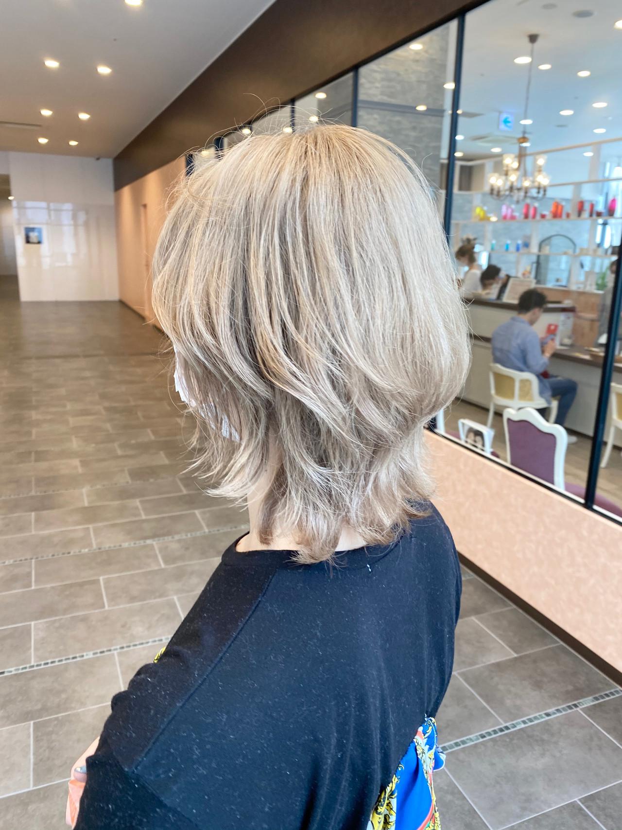 ブロンド ブロンドカラー ミディアム ウルフカット ヘアスタイルや髪型の写真・画像