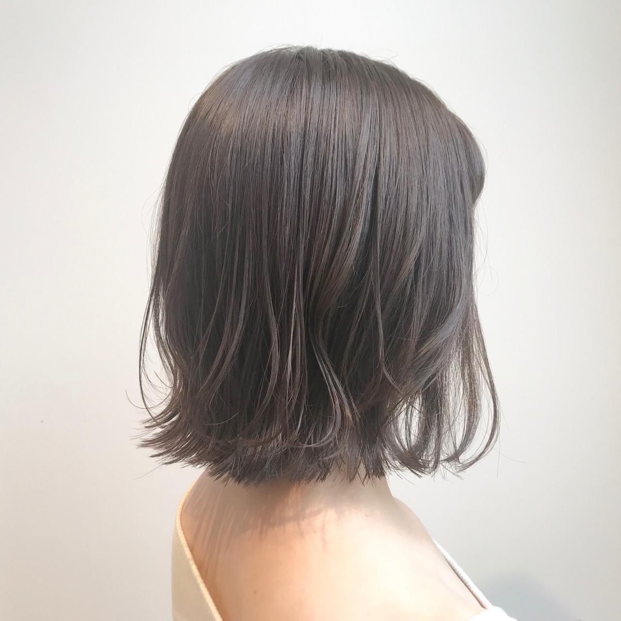 アッシュグレージュ 切りっぱなしボブ シースルーバング ナチュラル ヘアスタイルや髪型の写真・画像   村西 郁人 / rue