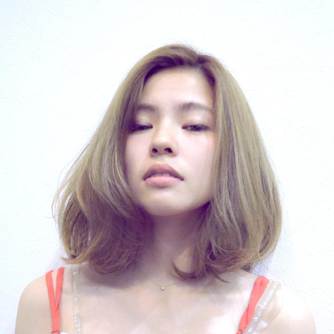 アッシュ 外国人風 ナチュラル 大人女子ヘアスタイルや髪型の写真・画像