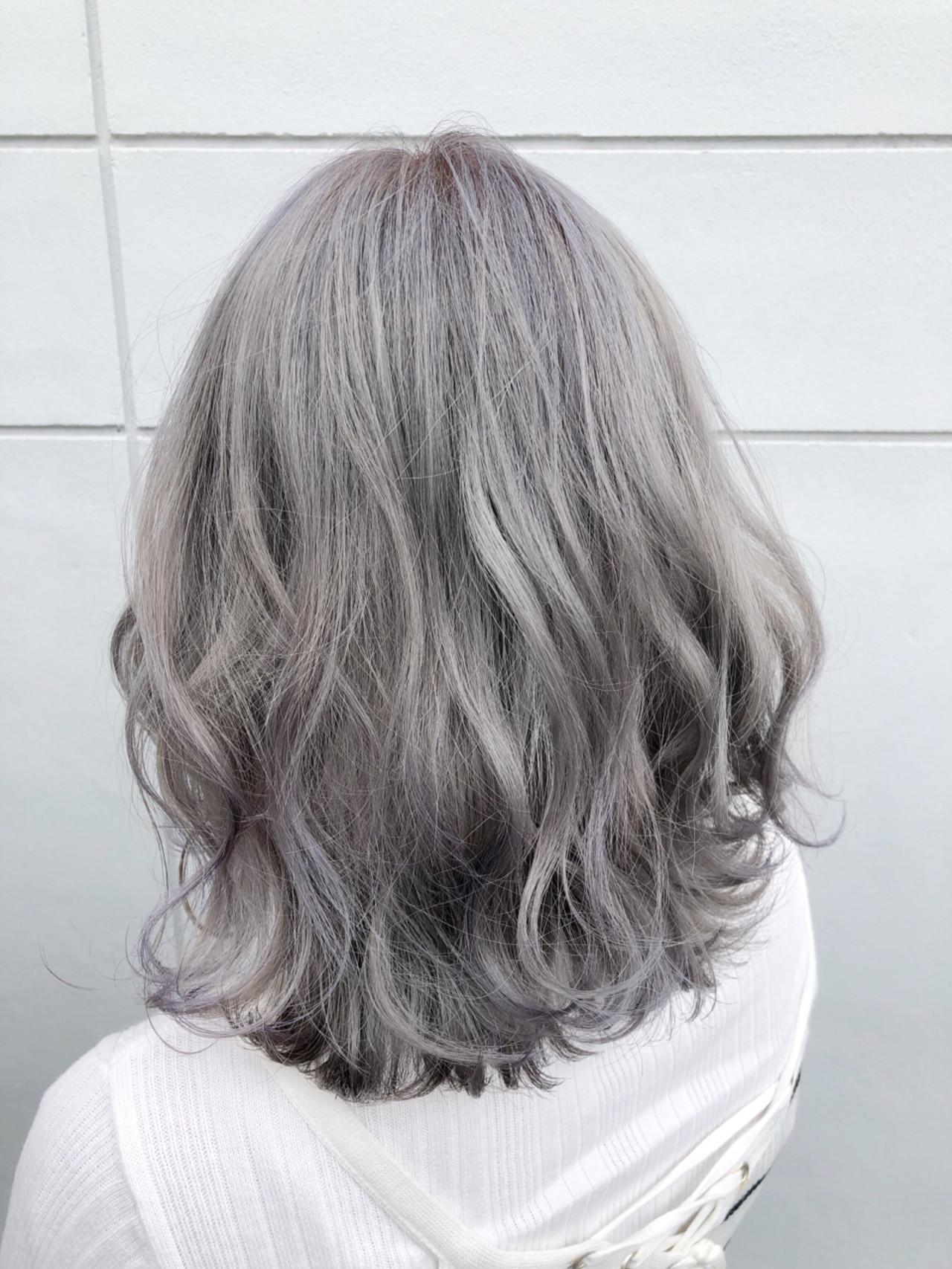 ミディアム ハイライト ホワイト カラフルカラーヘアスタイルや髪型の写真・画像