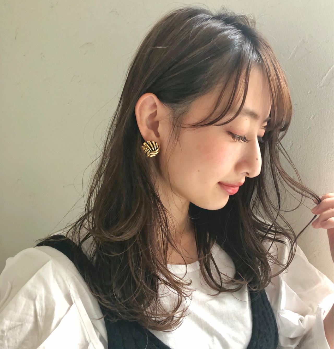 オフィス 女子力 コンサバ フェミニン ヘアスタイルや髪型の写真・画像 | [新宿]内田航 柔らかストレートとミディアムボブ / joemi by unami