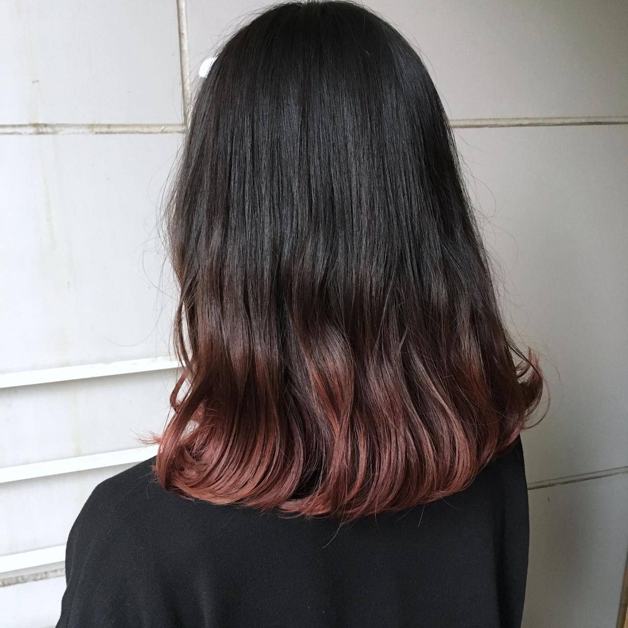 ピンクパープル ベリーピンク ナチュラル ミディアム ヘアスタイルや髪型の写真・画像