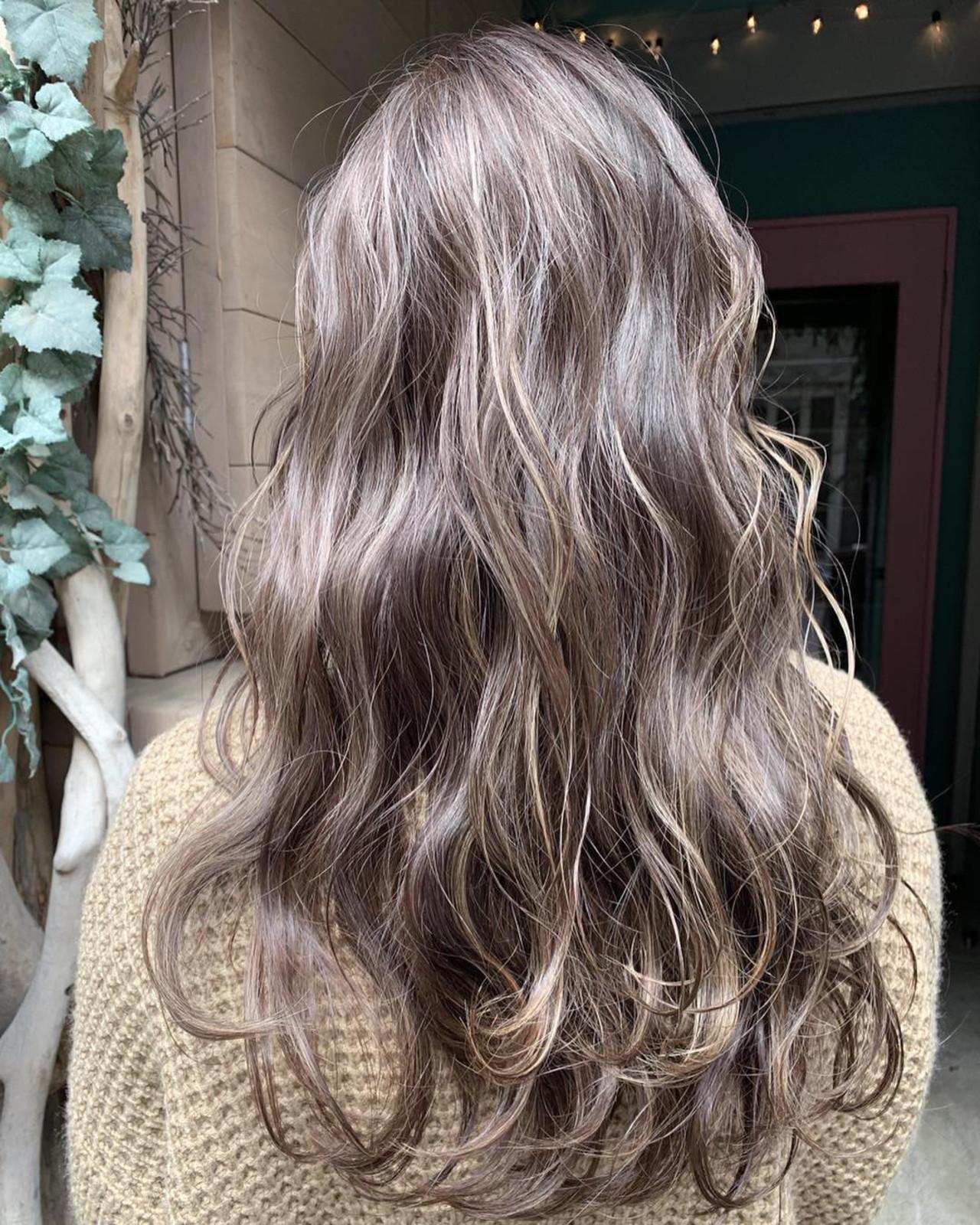 大人ハイライト 秋冬スタイル ナチュラル ミルクティーベージュ ヘアスタイルや髪型の写真・画像