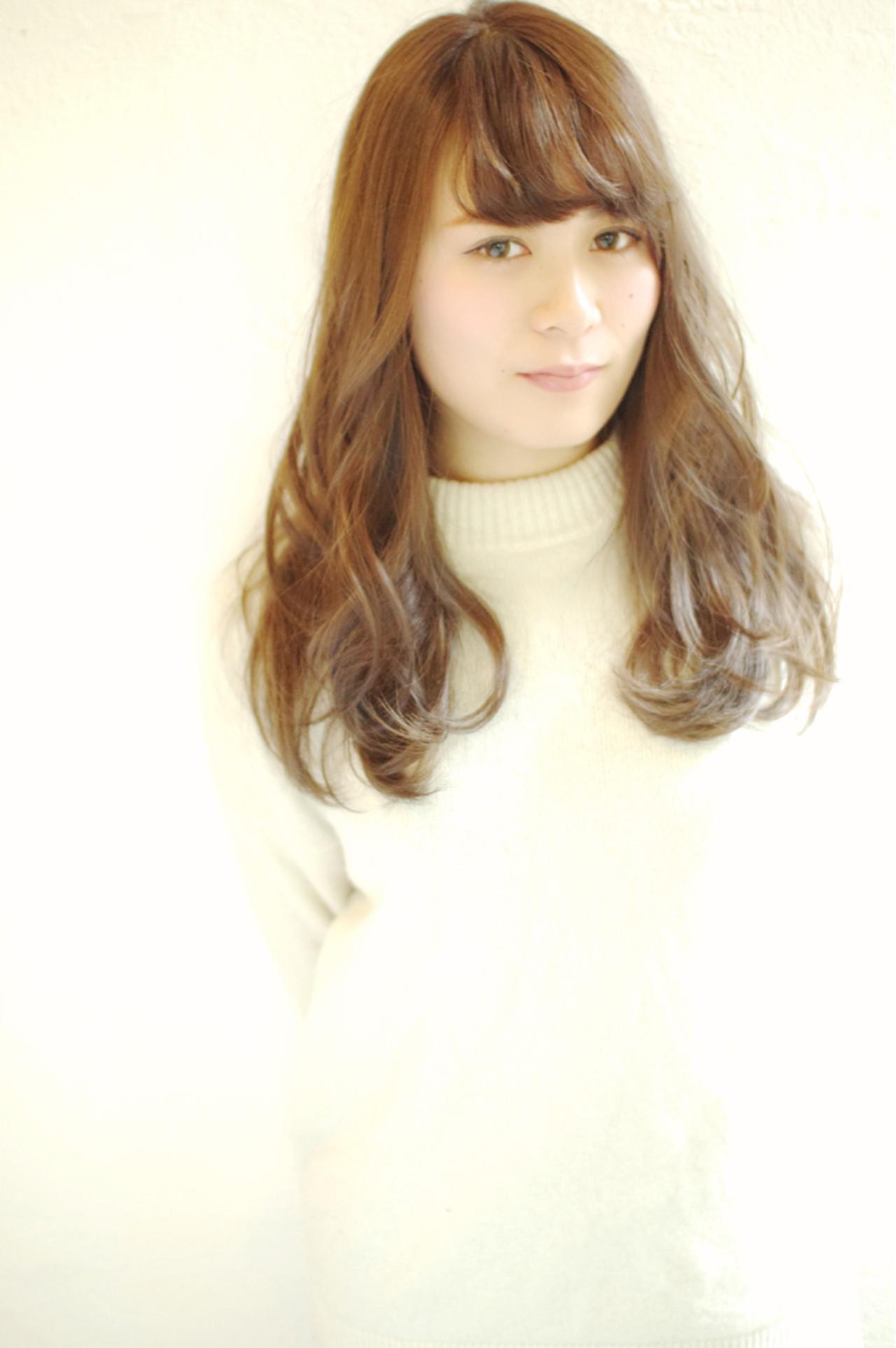 外国人風 フェミニン セミロング ナチュラル ヘアスタイルや髪型の写真・画像   浅川 悠平 / calmLY HAIR