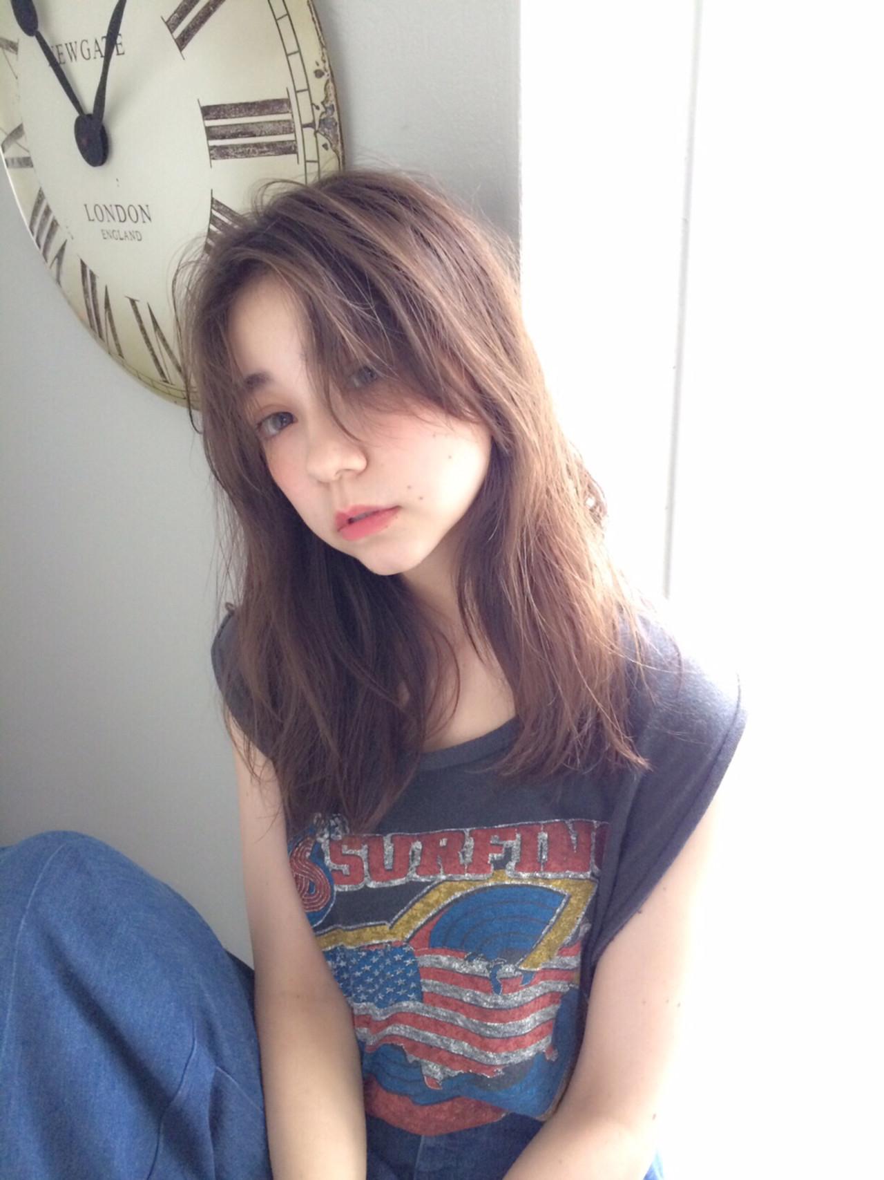 アッシュ ミルクティー ロング フリンジバング ヘアスタイルや髪型の写真・画像   馬橋達佳 / log