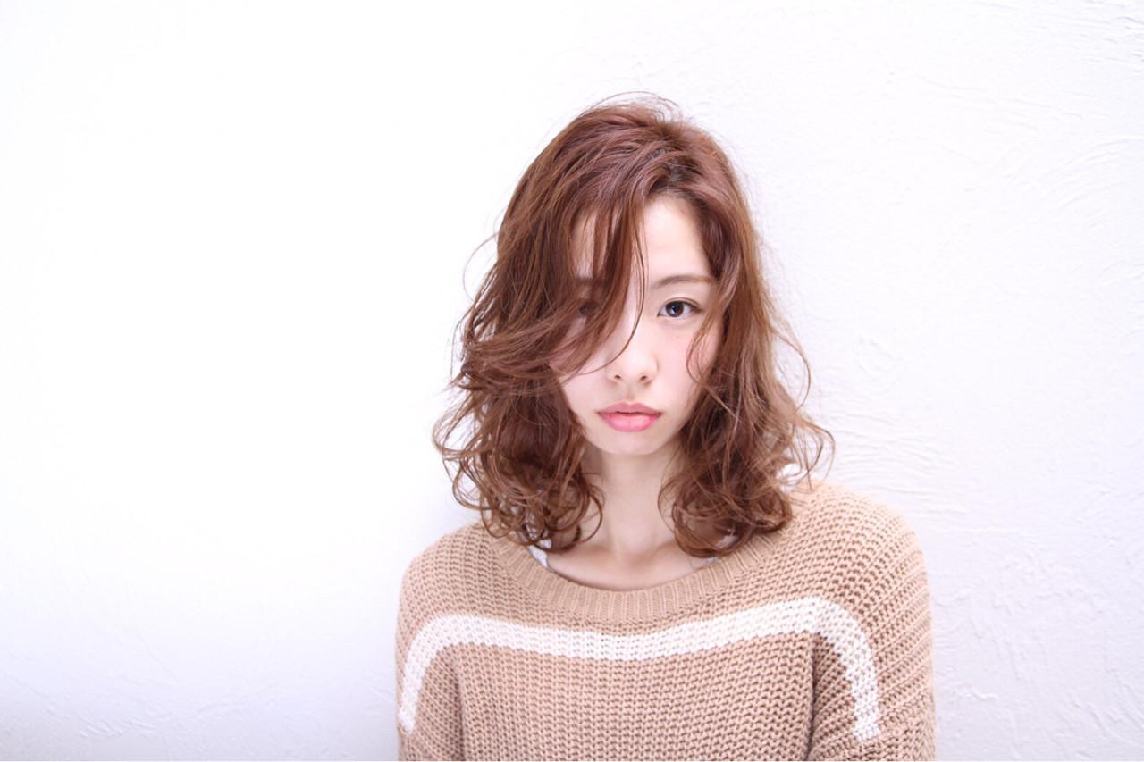 秋 モード かき上げ前髪 ミディアム ヘアスタイルや髪型の写真・画像 | 小薄祐太 / unlieta
