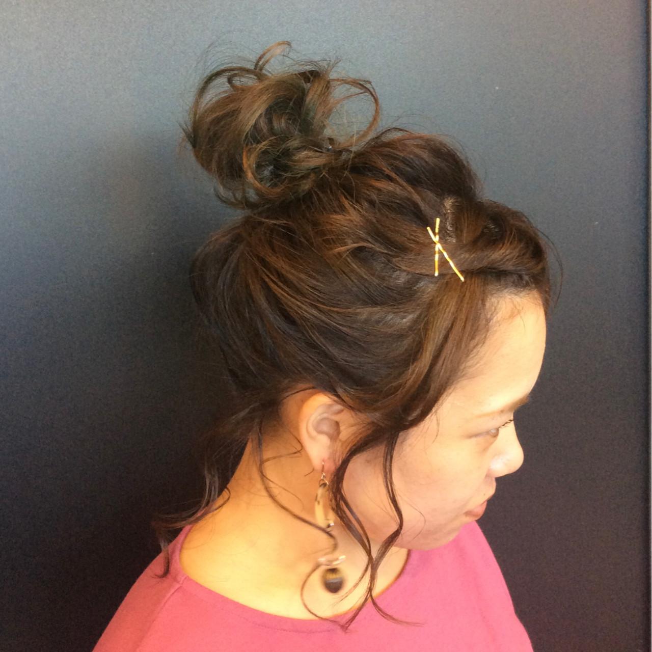 デート 簡単ヘアアレンジ ルーズ お団子ヘアスタイルや髪型の写真・画像