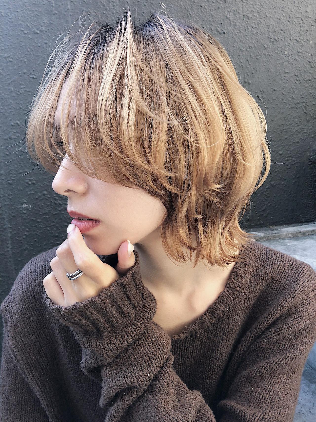 ミルクティーベージュ マッシュウルフ モード ダブルカラーヘアスタイルや髪型の写真・画像