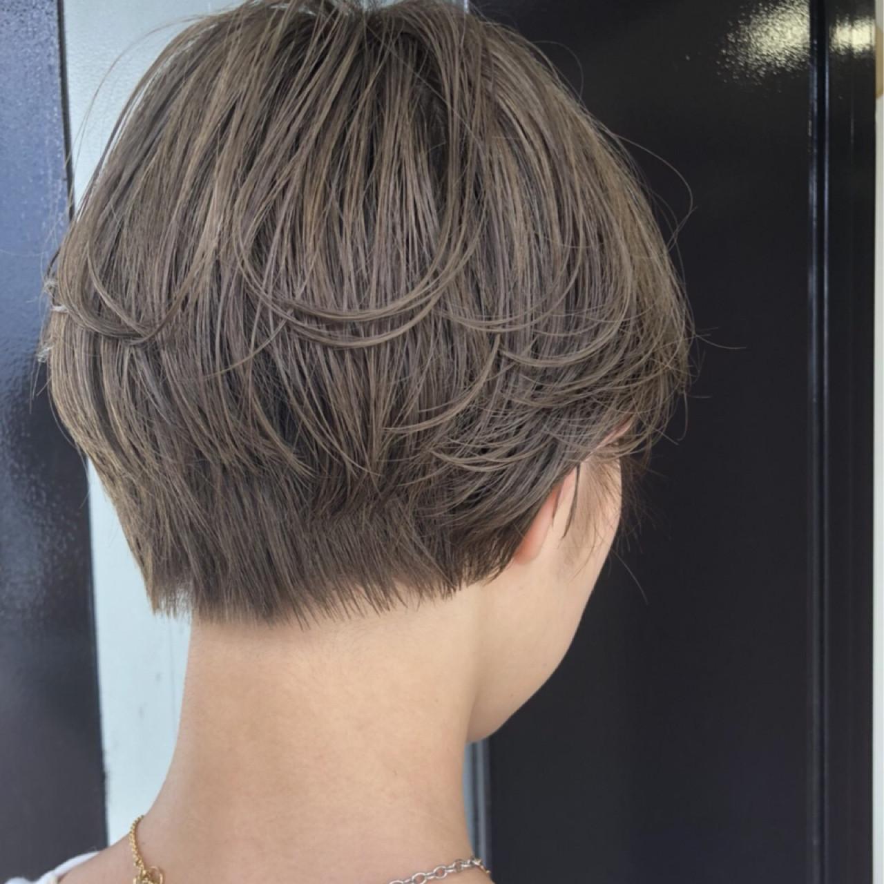 ショート ブリーチ かっこいい ナチュラルヘアスタイルや髪型の写真・画像