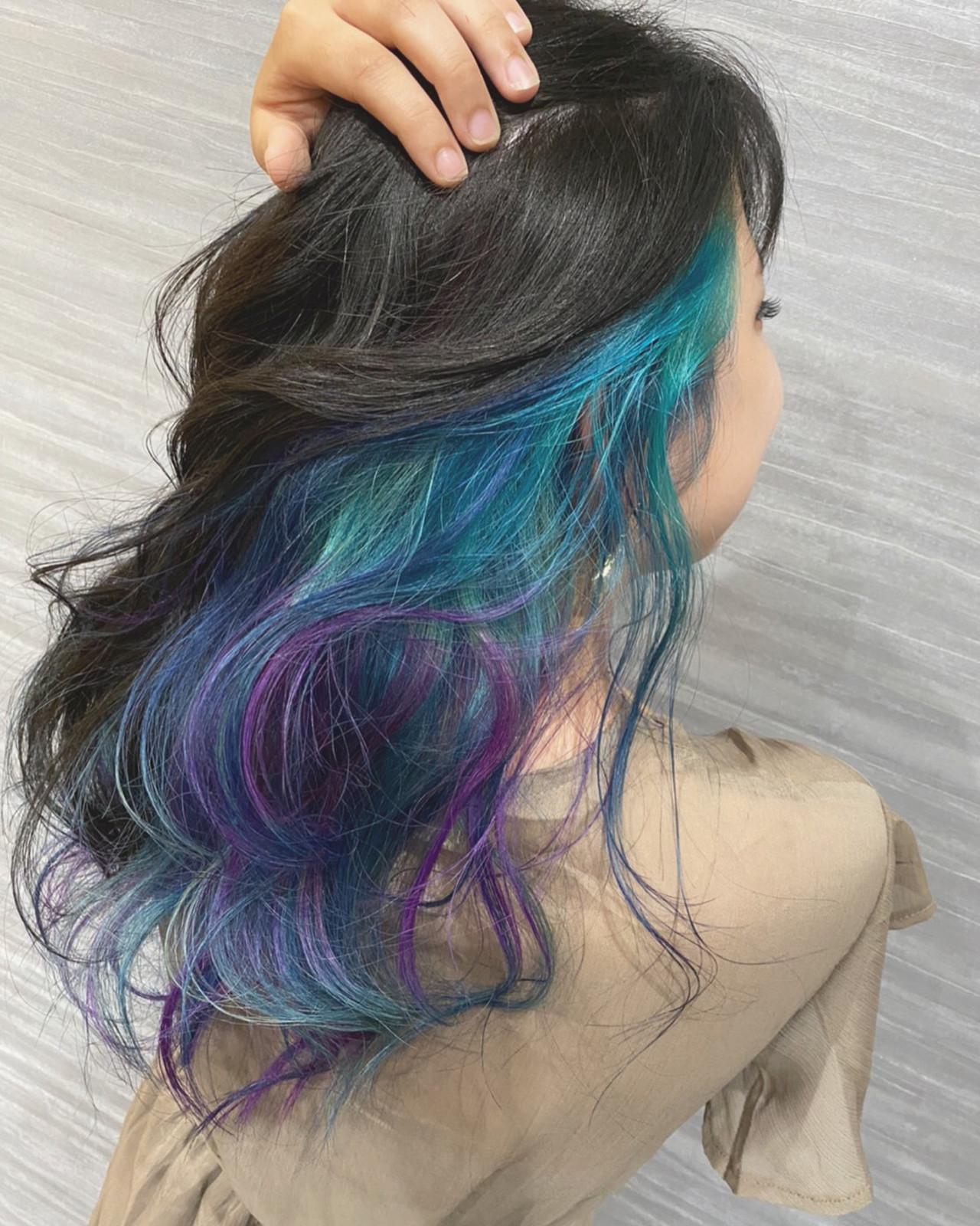 デザインカラー インナーブルー セミロング インナーカラーパープルヘアスタイルや髪型の写真・画像