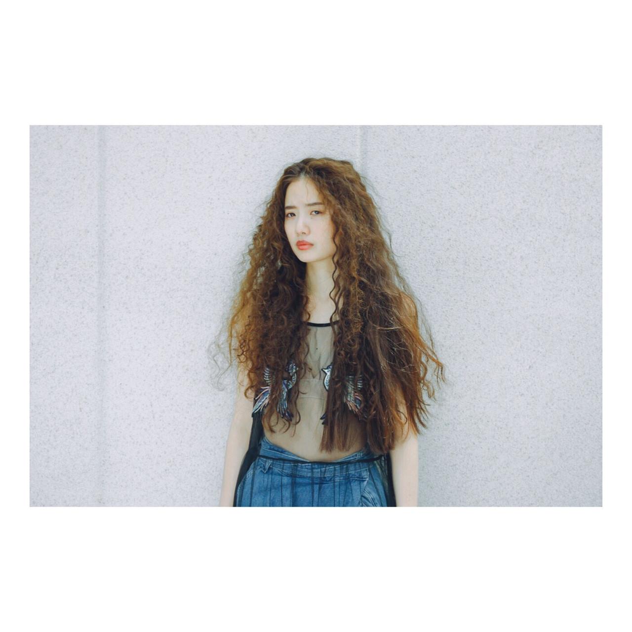 パーマ ハイライト 大人かわいい 外国人風 ヘアスタイルや髪型の写真・画像 | 西嶋えり子 / HAIR'S Lunetta
