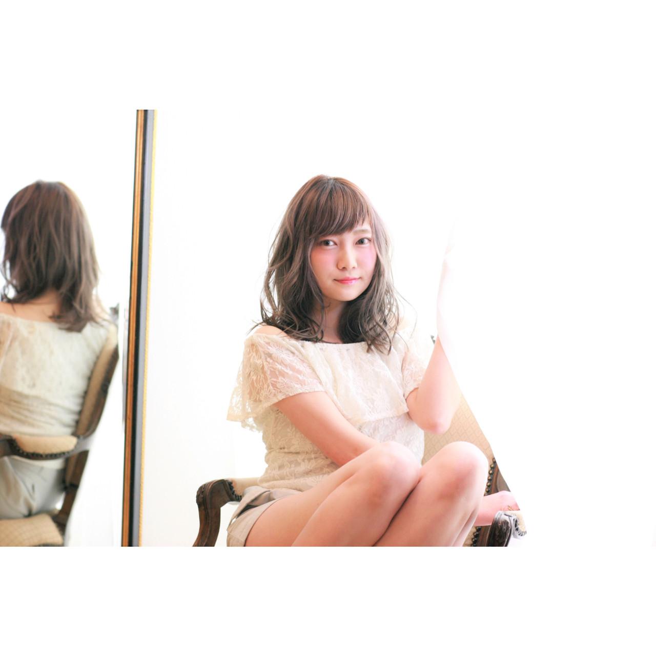 ミディアム 斜め前髪 グレージュ パーマ ヘアスタイルや髪型の写真・画像   吉川 知志 / MA MAISON PRIVEE DE REVES