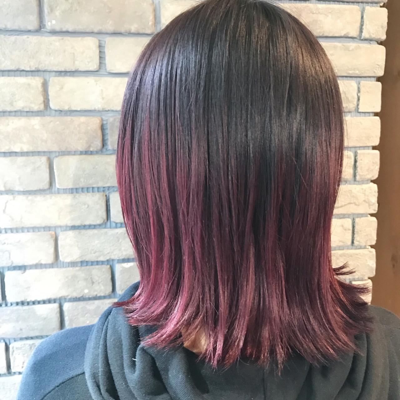 ベリーピンク ボブ 外ハネ ストリートヘアスタイルや髪型の写真・画像