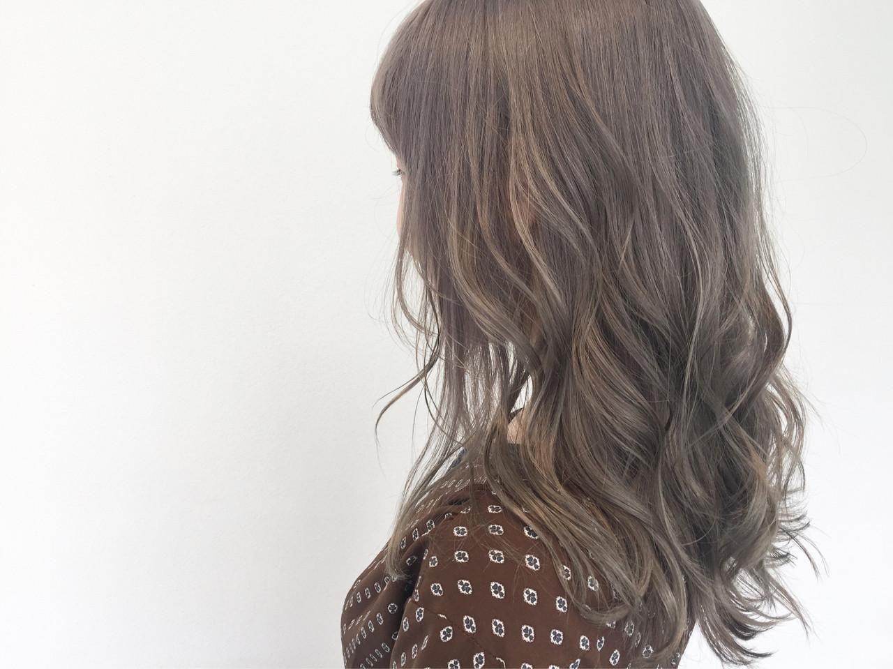 ナチュラル セミロング ハイトーン ハイライトヘアスタイルや髪型の写真・画像