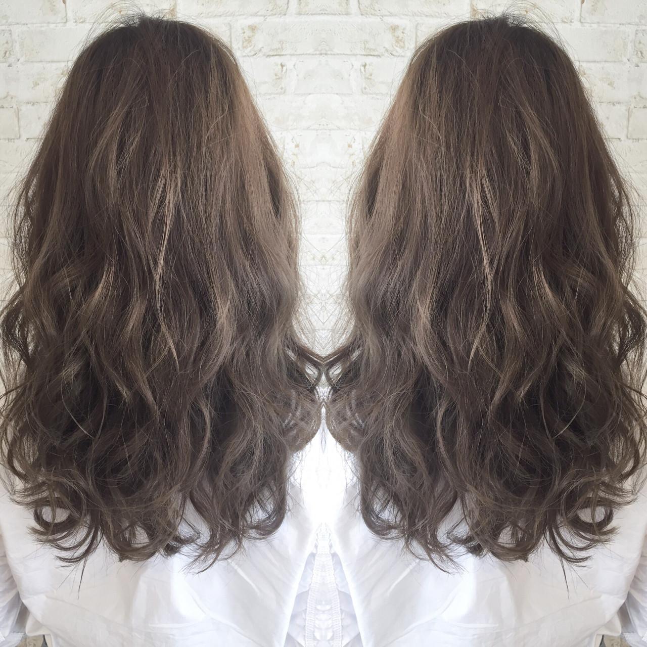 大人かわいい ロング アッシュ ナチュラルヘアスタイルや髪型の写真・画像