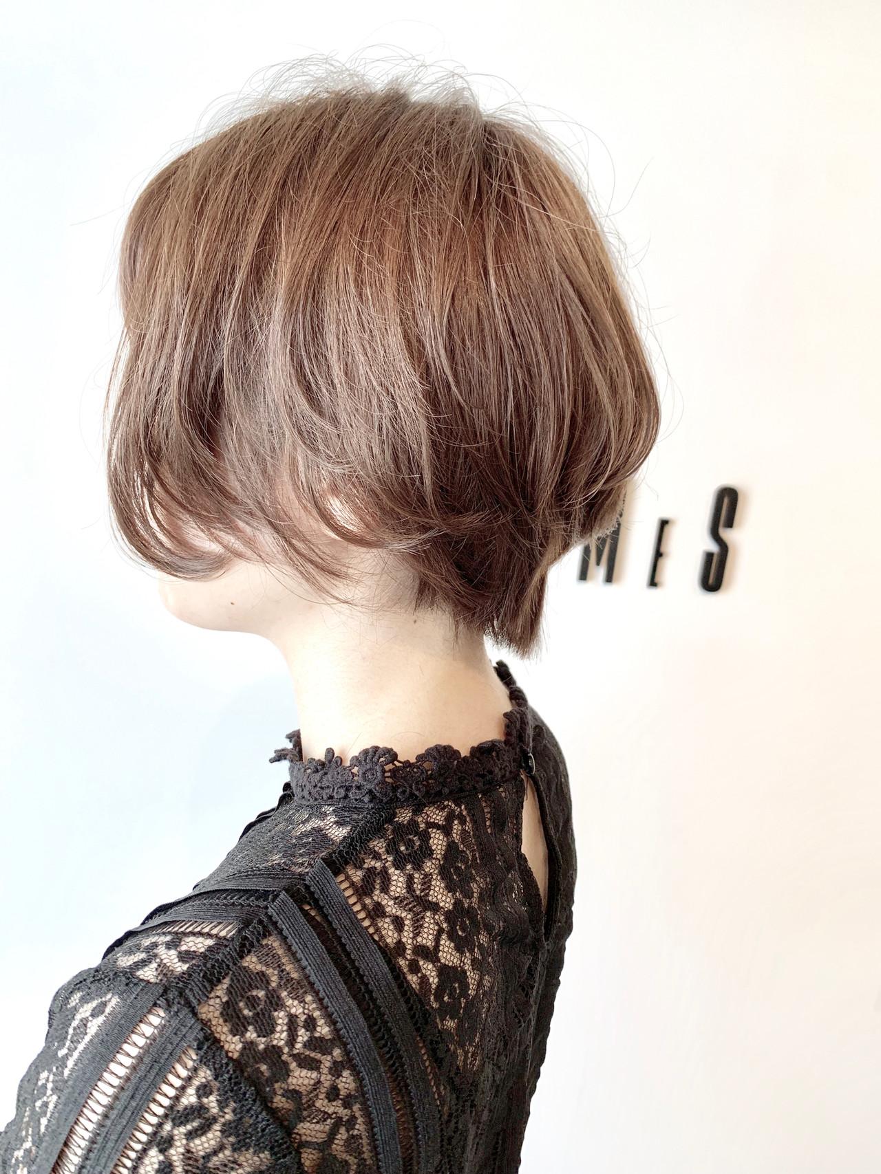 アッシュ ショート フェミニン 大人可愛い ヘアスタイルや髪型の写真・画像 | 村上 駿 / FRAMES hair design