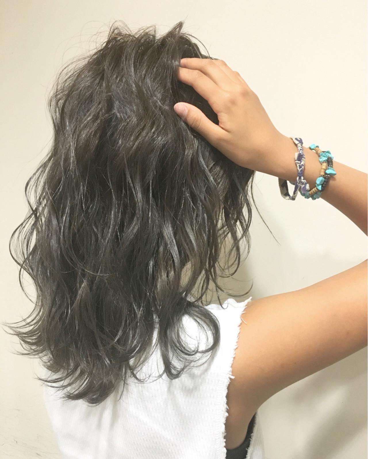 暗髪 ハイライト くせ毛風 ミディアム ヘアスタイルや髪型の写真・画像 | 斧江 和也 / ROOTS IRIE