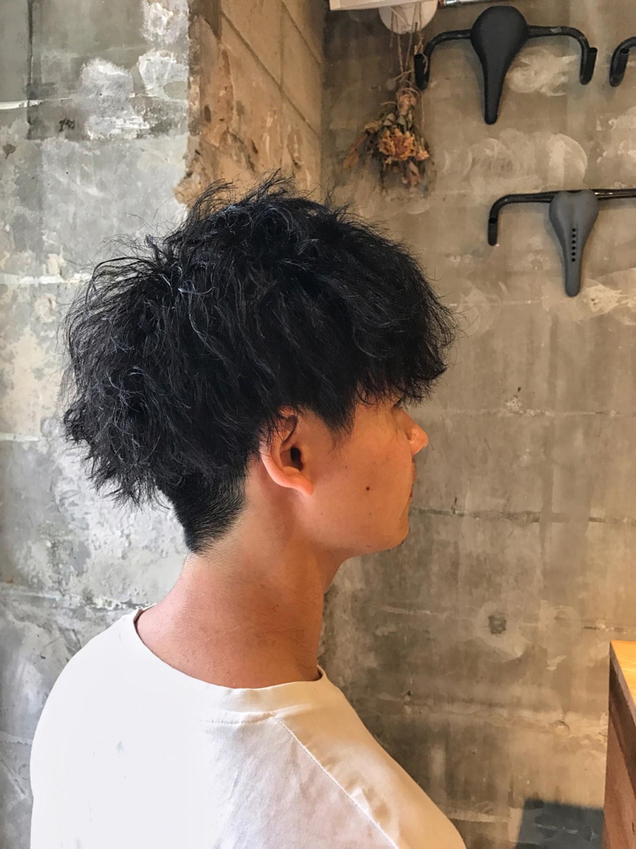 ショート 刈り上げ メンズ パーマヘアスタイルや髪型の写真・画像