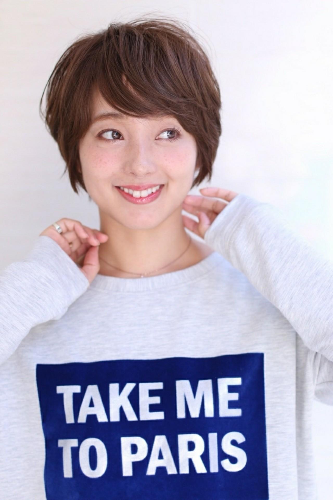 モテ髪 ナチュラル ショート グレージュ ヘアスタイルや髪型の写真・画像   asuka /